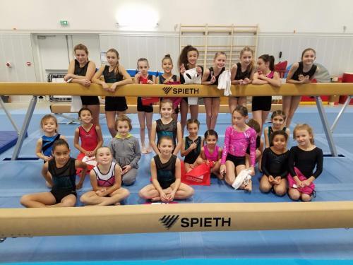 Les filles des sections club se sont retrouvées lors d un entrainement  récréant les conditions d une compétition. Le but était de les familiariser  avec le ... c9ee43b3a3c